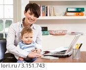 Купить «Надомная работа - женщина с маленьким ребенком на коленях сидит рядом с ноутбуком», фото № 3151743, снято 8 января 2011 г. (c) Monkey Business Images / Фотобанк Лори