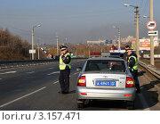 Купить «Сотрудники ДПС на трассе», эксклюзивное фото № 3157471, снято 14 октября 2011 г. (c) Free Wind / Фотобанк Лори