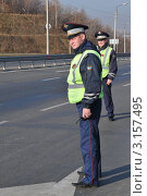 Купить «Сотрудники ДПС на трассе», эксклюзивное фото № 3157495, снято 14 октября 2011 г. (c) Free Wind / Фотобанк Лори