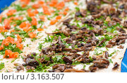 Купить «Приготовление рулета из лаваша  с красной рыбой и с грибами и с зеленью», эксклюзивное фото № 3163507, снято 7 января 2012 г. (c) Игорь Низов / Фотобанк Лори