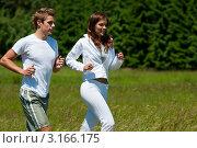 Купить «Мужчина и женщина в спортивной одежде бегают на свежем воздухе», фото № 3166175, снято 13 июня 2009 г. (c) CandyBox Images / Фотобанк Лори