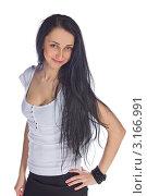Портрет красивой девушки с длинными темными волосами на белом фоне. Стоковое фото, фотограф Евгений Липский / Фотобанк Лори