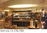 Алкогольный  магазин Duty-free  Аэропорт Брюсселя Бельгия (2012 год). Редакционное фото, фотограф киров николай / Фотобанк Лори