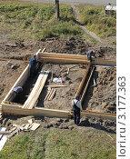 Купить «Строительство гаражей, подготовка к заливке фундамента», фото № 3177363, снято 13 сентября 2011 г. (c) Литвинова Евгения / Фотобанк Лори