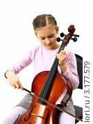 Купить «Девочка исполняет музыку на виолончели», фото № 3177579, снято 11 мая 2009 г. (c) Владимир Мельников / Фотобанк Лори