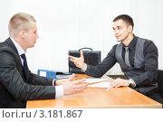 Купить «Два бизнесмена ведут переговоры за рабочим столом в офисе», фото № 3181867, снято 21 января 2012 г. (c) Кекяляйнен Андрей / Фотобанк Лори