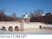 Купить «Ротонда и мостик на территории Рогожского кладбища», фото № 3184527, снято 24 января 2012 г. (c) Наталья Волкова / Фотобанк Лори