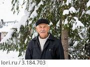 Купить «Портрет пожилого мужчины зимой», фото № 3184703, снято 12 ноября 2011 г. (c) LenaLeonovich / Фотобанк Лори