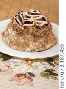 Вкусный тортик с карамельной глазурью. Стоковое фото, фотограф ElenArt / Фотобанк Лори