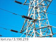 Высоковольтная линия электропередач на фоне неба. Стоковое фото, фотограф Vladimir Shashkin / Фотобанк Лори