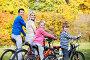 Семья на велосипедах, фото № 3190563, снято 8 октября 2011 г. (c) Raev Denis / Фотобанк Лори