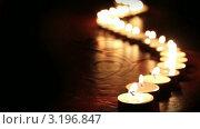 Свечи загораются по очереди. Стоковое видео, видеограф Андрей Воскресенский / Фотобанк Лори