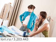 Купить «Модель в бирюзовом жакете и манекен в студии модельера», фото № 3203443, снято 21 ноября 2009 г. (c) CandyBox Images / Фотобанк Лори