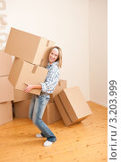 Купить «Симпатичная девушка и две картонные коробки», фото № 3203999, снято 25 ноября 2009 г. (c) CandyBox Images / Фотобанк Лори