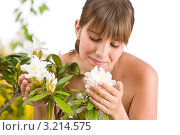 Купить «Молодая женщина вдыхает аромат цветов рододендрона», фото № 3214575, снято 1 мая 2010 г. (c) CandyBox Images / Фотобанк Лори