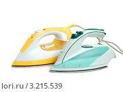 Купить «Два электрических современных утюга на белом фоне», фото № 3215539, снято 4 июля 2009 г. (c) Наталия Евмененко / Фотобанк Лори
