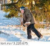 Купить «Мальчик с лопатой убирает снег с дороги», эксклюзивное фото № 3220675, снято 28 января 2012 г. (c) Игорь Низов / Фотобанк Лори