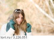 Купить «Девушка в зимней одежде и солнцезащитных очках на природе», фото № 3226051, снято 27 октября 2010 г. (c) CandyBox Images / Фотобанк Лори