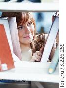 Купить «Девушка выбирает книгу в библиотеке», фото № 3226259, снято 17 декабря 2018 г. (c) Дмитрий Калиновский / Фотобанк Лори