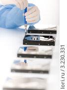 Купить «Жесткие диски с дефектами на столе у техника», фото № 3230331, снято 26 января 2011 г. (c) CandyBox Images / Фотобанк Лори