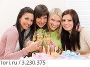 Купить «Четыре радостные подруги на дне рождения», фото № 3230375, снято 29 января 2011 г. (c) CandyBox Images / Фотобанк Лори