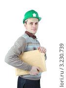 Молодой рабочий с желтым конвертом в руках. Стоковое фото, фотограф Дмитрий Поляков / Фотобанк Лори