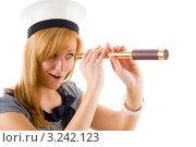 Купить «Удивленная молодая женщина смотрит в подзорную трубу», фото № 3242123, снято 17 марта 2011 г. (c) CandyBox Images / Фотобанк Лори