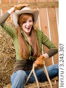 Купить «Портрет счастливой женщины в ковбойской шляпе, наездница», фото № 3243307, снято 30 марта 2011 г. (c) CandyBox Images / Фотобанк Лори