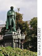 Купить «Памятник Пушкину на Пушкинской площади», эксклюзивное фото № 3243607, снято 26 сентября 2009 г. (c) Alexei Tavix / Фотобанк Лори
