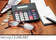 Купить «Расходы на коммуналку», эксклюзивное фото № 3245687, снято 10 февраля 2012 г. (c) Короленко Елена / Фотобанк Лори