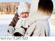 Купить «Плачущий ребенок на руках у матери», фото № 3247523, снято 17 июля 2019 г. (c) Олег Селезнев / Фотобанк Лори