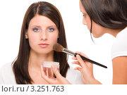 Купить «Девушка-визажист наносит пудру на лицо модели толстой кистью», фото № 3251763, снято 27 июля 2011 г. (c) CandyBox Images / Фотобанк Лори