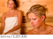 Купить «Портрет блондинки в сауне на фоне подруги-брюнетки», фото № 3251835, снято 4 августа 2011 г. (c) CandyBox Images / Фотобанк Лори