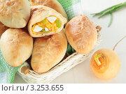 Купить «Печеные пирожки с репой, яйцами и зеленым луком», фото № 3253655, снято 3 февраля 2012 г. (c) Наталья Евстигнеева / Фотобанк Лори