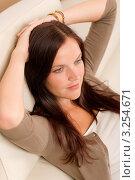 Купить «Красивая молодая брюнетка отдыхает на диване», фото № 3254671, снято 24 сентября 2011 г. (c) CandyBox Images / Фотобанк Лори