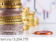 Евро центы и биржевая гистограмма. Стоковое фото, фотограф Владимир Сазонов / Фотобанк Лори