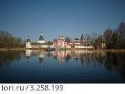 Купить «Иверский монастырь на Валдае», фото № 3258199, снято 3 мая 2008 г. (c) Денис Ларкин / Фотобанк Лори