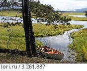 Одинокая лодка. Стоковое фото, фотограф Евгений Толстихин / Фотобанк Лори