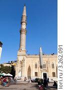 Купить «Вид на самую почитаемую мечеть Сайедуна аль-Хуссейна и самую большую площадь Аль-Хусейна в центре старого Каира, Египет», фото № 3262091, снято 21 января 2012 г. (c) Николай Винокуров / Фотобанк Лори