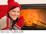 Купить «Замерзшая девушка в вязаной шапочке и перчатках греется у камина и улыбается», фото № 3264239, снято 11 ноября 2011 г. (c) CandyBox Images / Фотобанк Лори