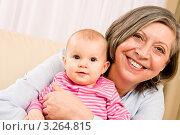 Купить «Маленький ребенок на руках счастливой бабушки», фото № 3264815, снято 10 января 2012 г. (c) CandyBox Images / Фотобанк Лори