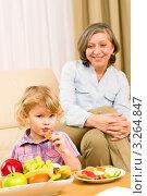 Купить «Портрет счастливой бабушки и внучки перед тарелкой с фруктами», фото № 3264847, снято 10 января 2012 г. (c) CandyBox Images / Фотобанк Лори