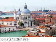 Вид на Собор Санта-Мария делла Салюте на Гранд канале в центре Венеции, Италия (2011 год). Стоковое фото, фотограф Николай Винокуров / Фотобанк Лори