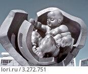 Купить «Скульптура Золотое дитя», фото № 3272751, снято 8 июля 2010 г. (c) Parmenov Pavel / Фотобанк Лори