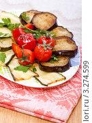 Купить «Горячая закуска — запеченные баклажаны, кабачки и помидоры черри», фото № 3274599, снято 5 апреля 2011 г. (c) ElenArt / Фотобанк Лори