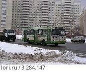 Купить «Городской автобус № 257 едет по Курганской улице. Гольяново. Москва», эксклюзивное фото № 3284147, снято 21 февраля 2012 г. (c) lana1501 / Фотобанк Лори