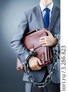 Купить «Арестованный бизнесмен в наручниках держит портфель подмышкой», фото № 3286823, снято 12 октября 2011 г. (c) Elnur / Фотобанк Лори