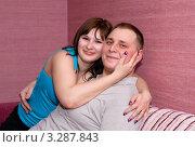 Девушка обнимает молодого человека. Стоковое фото, фотограф Ольга Богданова / Фотобанк Лори