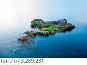 Большой камень в море. Стоковое фото, фотограф Sviatoslav Homiakov / Фотобанк Лори