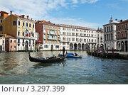 Венеция. На гондоле по Гранд-каналу (2010 год). Редакционное фото, фотограф Виктория Катьянова / Фотобанк Лори